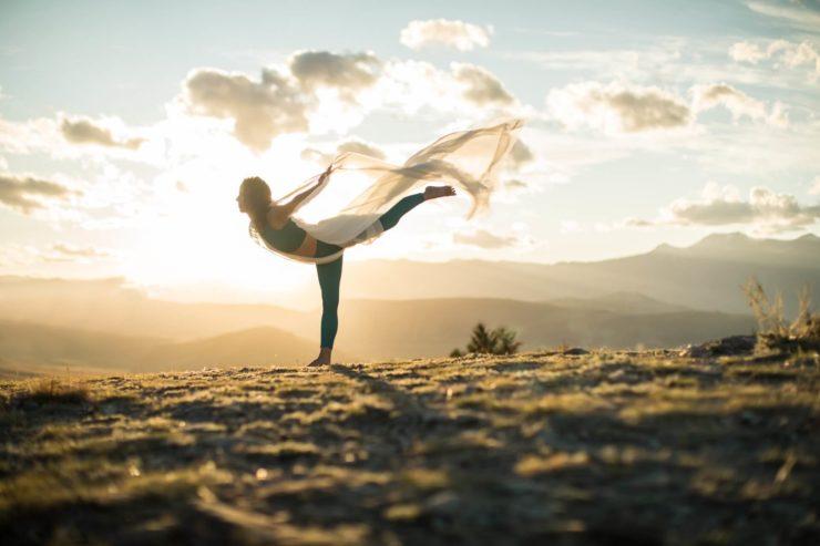 ラグジュアリーカードが米国有数のオンラインヨガサイト「YogaToday」を3カ月間無料で特別優待